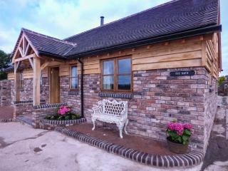 THE BARN, single-storey, woodburner, gravelled garden, off road parking, Ironbridge, Ref 929381 - Ironbridge vacation rentals