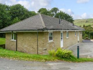 EMILY, ground floor, off road parking, lawned garden, Haworth Ref 929400 - Haworth vacation rentals