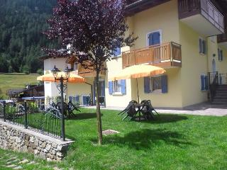 Bright 2 bedroom Condo in Cogolo di Pejo with Internet Access - Cogolo di Pejo vacation rentals