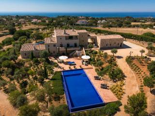 Quinta dos Sonhos  - Stunning 5 Bedroom Villa with Enormous Pool. - Carvoeiro vacation rentals
