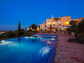 Quinta dos Sonhos  - Stunning 5 Bedroom Villa with Enormous Pool. - Carvoeiro vacation rentals