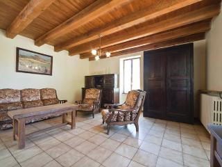 Bright 3 bedroom Puy-l Eveque House with Parking - Puy-l Eveque vacation rentals