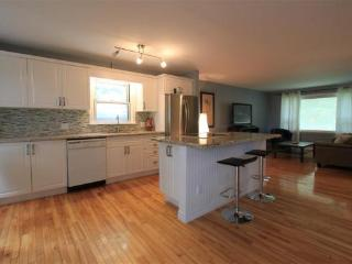 2 bedroom House with Internet Access in Peterborough - Peterborough vacation rentals