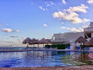 Cancun Beachfront Penthouse-V5 - Cancun vacation rentals