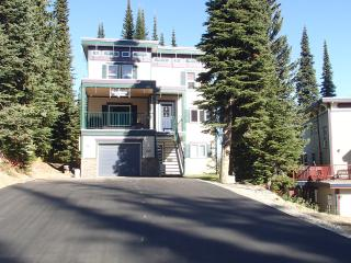 Hobo's Hideaway - 2 bed/2 bath ground floor condo - Vernon vacation rentals