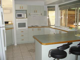 Shangrila, PET FRIENDLY Holiday House - Urangan vacation rentals