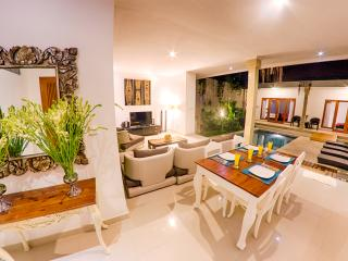 2x2 Bed Villa 5mins walk to EATSTREET Sleep 10 - Seminyak vacation rentals