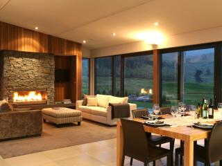 Escape and melt into luxurious comfort! 4 bedrooms - Taupo vacation rentals