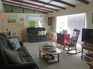 Charming Cottage with Deck and Internet Access - Kincardine vacation rentals