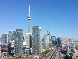 Luxury 30th fl 2bd condo+parking+brkfst __DOWNTOWN - Toronto vacation rentals