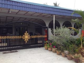 Dico Budget Homestay at Tangkak - Tangkak vacation rentals