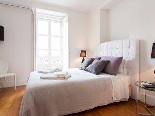Downtown Blue VII Apartment   RentExperience - Lisboa vacation rentals