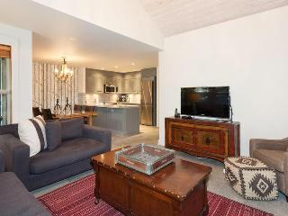 Whistler Ideal Accommodation 2 bedroom, private Hot Tub - ski in walk out! - Whistler vacation rentals