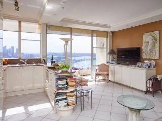 Bright 1 bedroom House in Edgecliff - Edgecliff vacation rentals