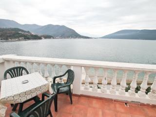 Cosy apartment in Savina 10m from the sea - Savina vacation rentals