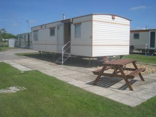 Lovely 2 bed caravan in quiet spot on Southview - Skegness vacation rentals