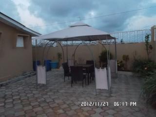 Appartement de 3 chambres salon douche toilettes g - Libreville vacation rentals