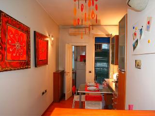 Tolstoi Cobbs - free wifi - 3 people - Milan vacation rentals