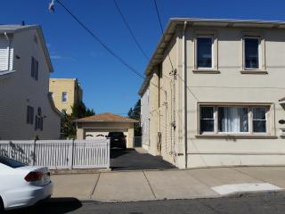 3 bedroom Apartment with A/C in Garfield - Garfield vacation rentals