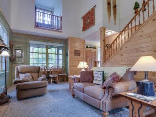 Salmon River, golf, mountain views, and close to skiing! - Welches vacation rentals