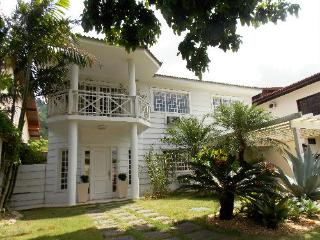 HOUSE NEAR THE OLYMPIC PARK AND BEST BEACHES - Rio de Janeiro vacation rentals