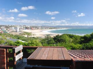 BEACHFRONT 4beds apart. AFRICAN QUEEN SOUTH AFRICA - Jeffreys Bay vacation rentals