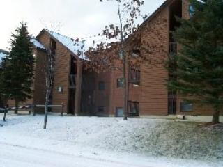 Pico Resort Slopeside Condo Unit E304 - Two Bedroom plus Loft Two Bathrooms Walk to Lift & Ski Home To Your Back Door! Sports Center on Premises! - Killington vacation rentals