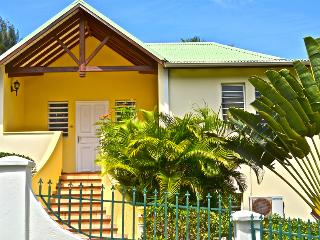 LE SOURCE VILLA... charming, affordable family villa by great beach! - Orient Bay vacation rentals