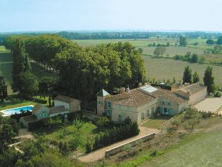 Large Countryside Villa in Provence - Bastide Raphele - Arles vacation rentals