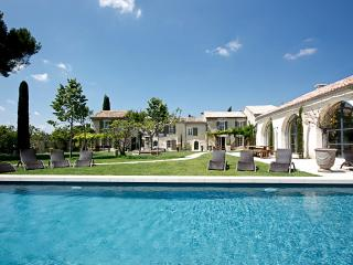Beautiful Large Villa on Estate with Pool Near St Remy - Angelique - Saint-Remy-de-Provence vacation rentals