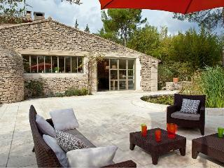 Villa with Pool and Guest House Walking Distance to Village - Maison Sofie - Eygalieres vacation rentals