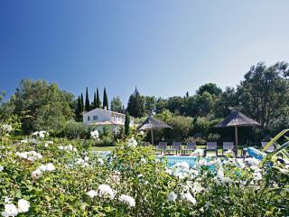 Family-Friendly Villa with Pool and Walking Distance to St Remy - Villa Madeleine - Saint-Remy-de-Provence vacation rentals