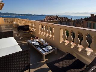 St Tropez Apartment with Rooftop Terrace and Sea Views - Les Graniers - Saint-Tropez vacation rentals