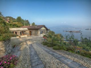 Beautiful Villa on Lake Maggiore with Stunning Views and Close to Stresa - Stresa vacation rentals