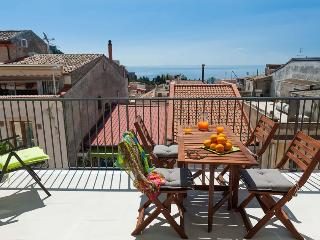 Taormina Apartment for Two Couples with Private Terrace - Casa Bella - Taormina vacation rentals