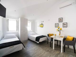 Castle Inn Lisbon Eletrico - Lisbon vacation rentals