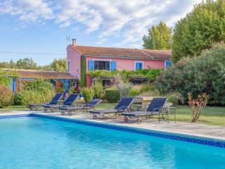 Mas Des Loones, Pet-Friendly St Remy Rental with Pool and Fireplace - Saint-Remy-de-Provence vacation rentals