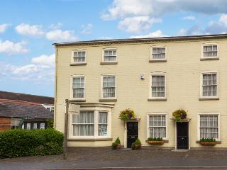 Lovely 10 bedroom Alcester House with DVD Player - Alcester vacation rentals