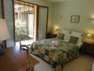 Bed and Breakfast Dona-Pa - Sahorre vacation rentals