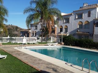 Charming 2 bed apt in Calahonda with great views - Sitio de Calahonda vacation rentals