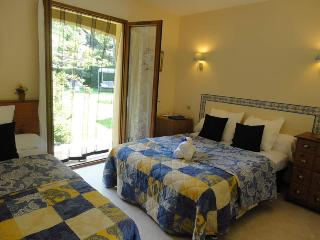 Bed and Breakfast triple room Cogollo - Sahorre vacation rentals