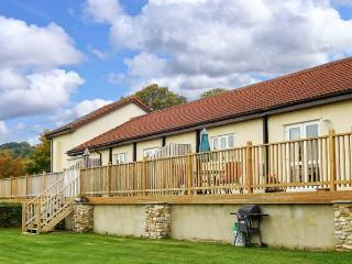 VALLEY VIEW, pet friendly, character holiday cottage, with a garden in Upottery, Ref 2015 - Upottery vacation rentals