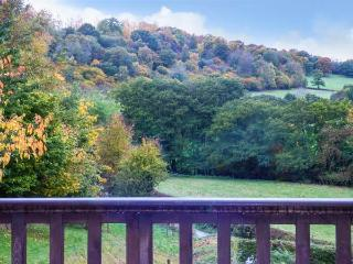 FERNDALE COACH HOUSE FLAT, cosy apartment with balcony, rural setting, walks from door, Shipton, Much Wenlock Ref 925725 - Much Wenlock vacation rentals