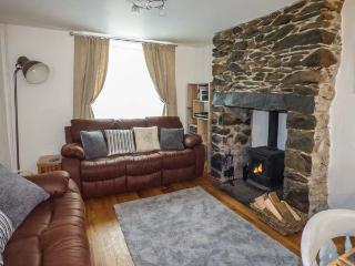 SNOWDON VIEW, pet-friendly cottage with woodburner, WiFi, close to amenities and attractions in Llanberis, Ref. 928908 - Llanberis vacation rentals