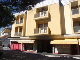 Bright 1 bedroom Condo in Eraclea Mare with Television - Eraclea Mare vacation rentals