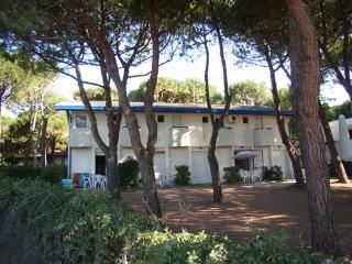 Cozy 1 bedroom Villa in Eraclea Mare with Garden - Eraclea Mare vacation rentals