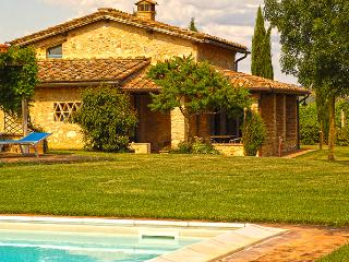 Beautiful 2 bedroom Monteriggioni House with Internet Access - Monteriggioni vacation rentals