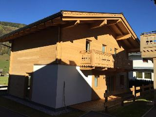 Charming 4 bedroom Niedernsill Chalet with Internet Access - Niedernsill vacation rentals