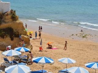 SPACIOUS STUDIO NR BEACH 1A - Armação de Pêra vacation rentals