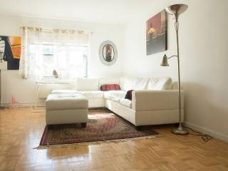 Easy Access Manhattan/NYC - Beautiful 2B 2BA - Jersey City vacation rentals